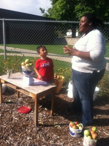 jenetta-chef-apples-foodcorps-des-moines