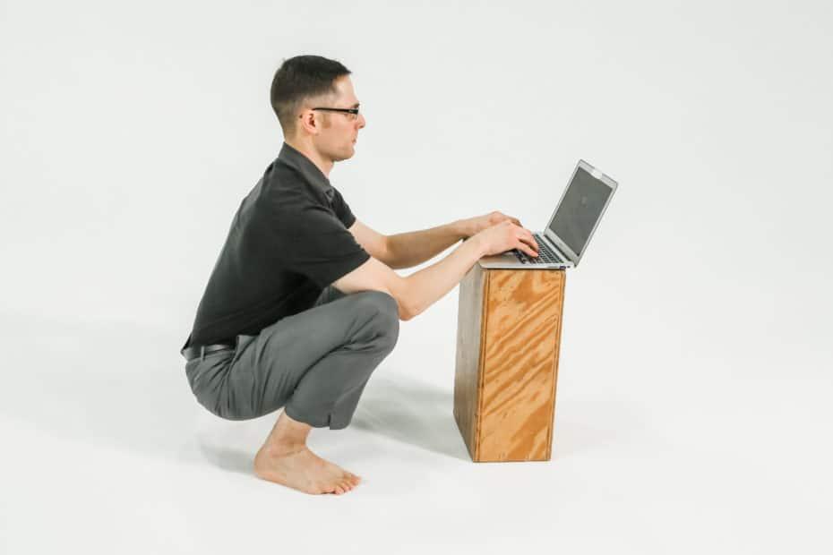 squat desk