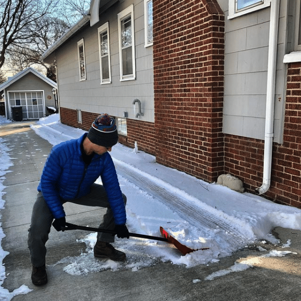 shoveling technique squat